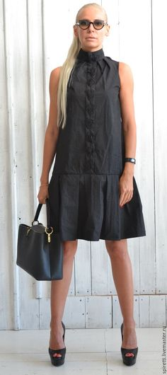 Купить или заказать Платье 'Тёмная ночь' в интернет-магазине на Ярмарке Мастеров. Платье выполнено из черного легкого жатого Коттона итальянского качества, сочетает в себе легкий романтизм и строгость, украшено чёрной лентой из…