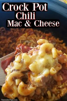 Simple, easy to make Crock Pot Chili Mac and Cheese Recipe! The slow cooker does all the work! Perfect for family dinners! Save your dishes and use the crockpot! Hamburger, Pasta, Chili and more make this a delicious cheesy beef recipe everyone will love! Made with no beans but you can add them. #crockpot #slowcooker #Hamburger #macandcheese #macaroniandcheese #pasta #recipe #easyrecipe Crock Pot Chili, Chili Mac Crockpot, Chili Mac Recipe, Crock Pot Tacos, Crockpot Meals, Chili Recipes, Hamburger Mac And Cheese, Chili Mac And Cheese, Hamburger Macaroni