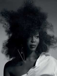 Naomi Campbell by Gui Paganini for Vogue Brasil, June 2016 Naomi Campbell, Curly Hair Styles, Natural Hair Styles, Vogue Brazil, Vogue Russia, Afro Hairstyles, Big Hair, Black Is Beautiful, Beautiful Women