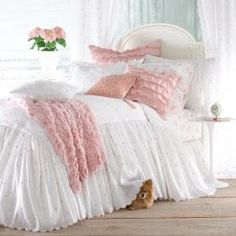 **SHABBY CHIC BEDDING**  Google Image Result for http://4.bp.blogspot.com/-10WCWrh-QEo/T3XCc01tJJI/AAAAAAAABhQ/-UCOHV0CP1g/s400/shabby-chic-bedding%252Bcountry%252Bliving.jpg