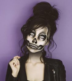Looking for for ideas for your Halloween make-up? Browse around this website for cute Halloween makeup looks. Cute Halloween Makeup, Halloween Makeup Looks, Halloween Cosplay, Halloween Halloween, Halloween Costumes, Sugar Skull Halloween, Skeleton Makeup, Diy Skeleton Costume, Scary Makeup