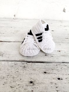 Crochet baby shoes. Crochet baby adidas superstar. by Justmesweets