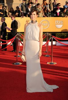 Kristen Wiig ~ SAG Awards    Love the dress, Hate the Necklace