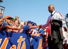Darryl Strawberry #18 of the 1986 New York Mets greets fans on the red carpet before the game between the New York Mets and the Los Angeles Dodgers at Citi Field on May 28, 2016 in the Flushing neighborhood of the Queens borough of New York City. The New York Mets are honoring the 30th anniversary of the 1986 championship season.