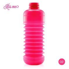 Kiss Me · Opaca  |  #Botella #plegable #Squeasy de polipropileno sin bisfenol A (BPA)  /  100% #reciclable.  /  Capacidad de 0.3 a 0.7 litros.  /  Apta para uso alimentario.  /  Apta para lavavajillas. Suave aroma  a vainilla (para evitar el olor a plástico, no afecta al contenido de la botella)  /  #Diseño Suizo.