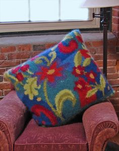 Free Knitting Pattern - Pillows, Cushions & Covers: Posies Intarsia Pillow