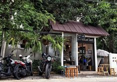 Salt & Light Coffee Shop in Chiang Mai Every day we are convinced that there are hundreds of excellent coffee shops in Chiang Mai, today we have found Salt & Light. Cozy Coffee Shop, Small Coffee Shop, Coffee Store, Coffee House Decor, Mini Cafe, Cafe Shop Design, Salt And Light, Coffee Places, Outdoor Cafe