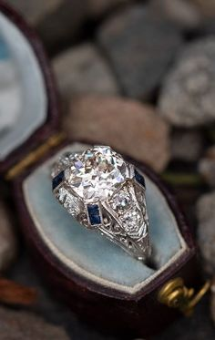 Deco Engagement Ring, Antique Engagement Rings, Antique Jewelry, Vintage Jewelry, Vintage Brooches, Antique Diamond Rings, Art Deco Jewelry, Jewelry Ideas, Fine Jewelry