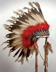 * Coiffure 32 plumes d'aigle Blackfoot Alberta, Canada - ca. 1910 Belle coiffure.