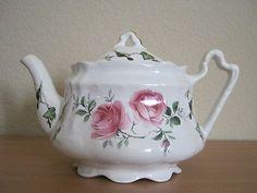 Arthur Wood Teapot -Ivy & Pink Rose pattern with Gold Leaf trim Chocolate Pots, Chocolate Coffee, China Tea Sets, Fauna, China Dinnerware, Teapots, Gold Leaf, Vintage Pink, Tea Time