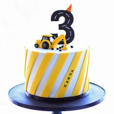 bake-a-boo: The Little Yellow Digger Truck cake topper tutorial - Digger Birthday Cake, Digger Cake, Truck Birthday Cakes, Truck Cakes, 2nd Birthday Cake Boy, Birthday Ideas, Cake Topper Tutorial, Cake Toppers, Bake A Boo