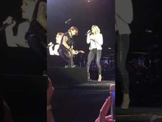Keith Urban and Carrie Underwood performing The Fighter live in Wellingt...