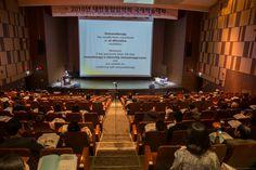 대한통합암학회 2016 국제학술대회 cancer International Conference    #대한통합암학회 에서 #맞춤형 통합암치료라는 주제로 #대한통합암국제학술학회대회 가 서울성모병원 성의회관 마리아홀에서 열렸습니다. 약 25명의 한의사, 양의사. 중국, 미국의 의사분들이 발표하는 자리였습니다. #양방 과 #한방이 서로 협조하여 환자를 위한 암을 치료하고자  하는 학회였습니다.   양의학적인 치료법과 한의학적인 치료법의 장점을 살려서 암환자의 삶의  질을 높이고 치료하고자 하는 노력이 보이는 국제학술대회였습니다. .  다양한   한방, 양방의  치료법, 운동법, 정신치료, 마음요법, 음식, 건강식, 기능식, 영양식 등의 다양한 방법이 소개 되었습니다.  대한통합암학회 2016 국제학술대회 cancer    #대한통합암학회  www.ksio.kr   #사상체질진단법 동영상 https://youtu.be/YEtaYUHSMvg  #체형교정건강법 동영상