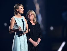 Mama swift looks so proud