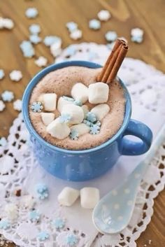 Hot Chocolate with Blue Snowflake Marshmallows food winter drink marshmallow cocoa hot chocolate hot drink Mini Desserts, Blue Christmas, Christmas Time, Winter Christmas, Merry Christmas, Christmas Coffee, Cocoa, Café Chocolate, Chocolate Marshmallows