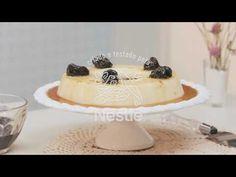 Sobremesa de coco e LEITE MOÇA® com calda de ameixa preta