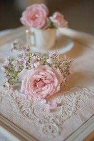 Ana Rosa Cut ROse in a Tea cup.and wowness ! Shabby Chic Vintage, Estilo Shabby Chic, Shabby Chic Style, Vintage Pink, Wedding Vintage, Chic Wedding, Vintage Decor, Beautiful Roses, Pink Flowers