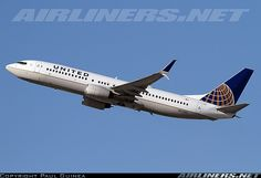 Boeing 737-824 aircraft picture
