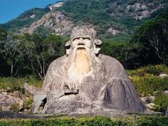 At the foot of the Qingyuan Mountain sits the figure of an old Taoist saint, carved during the Song Dynasty (960-1279).