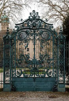 Gate to Jagdschloß Glienicke Glienicke Hunting Lodge Berlin Abandoned Mansions, Abandoned Places, Beautiful Architecture, Architecture Details, Beautiful Gardens, Beautiful Homes, House Beautiful, Metalarte, Old Gates