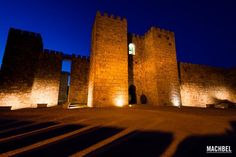 Castillo de Trujillo durante la hora azul. Truijillo, Extremadura