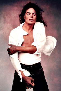 (August 1958 – June was an American recording artist, entertainer and businessman. Often referred to as the King of Pop. Jackson suffered cardiac arrest in his Los Angeles home. Janet Jackson, The Jackson Five, Michael Jackson Pics, Jackson Family, 3t Jackson, Paris Jackson, Annie Leibovitz, Hanne Haller, Elvis Presley