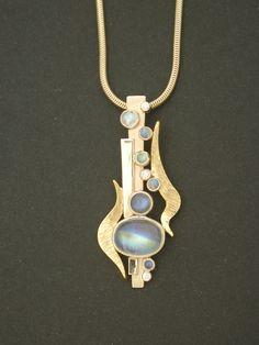 Pendant by The Jewel (Jan Daggett and Peggy Frye). Jewelry Art, Jewelry Design, Jewellery, Cross Jewelry, Hippie Jewelry, Pandora Jewelry, Wire Jewelry, Jewelry Ideas, Moonstone Pendant