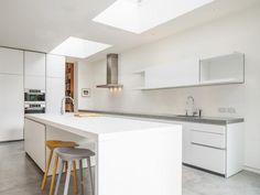 Fehér minimál konyha - konyha / étkező ötlet, minimál stílusban