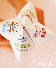 Learn how to make a fortune teller to predict your friend's future. Sometimes they are called cootie catchers. It is super easy with this free printable. Paper fortune tellers are fun little game to make predictions. It is kinda like a paper version of the 8 ball. You can ask the same silly questions. So if you are looking for fun New Years activities for kids this is perfect. Kids can cut out the fortune teller, color and start fortune telling....