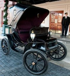 "1904 Columbus Electric ~ Miks' Pics ""Era Automobiles ll"" board @ http://www.pinterest.com/msmgish/era-automobiles-ll/"