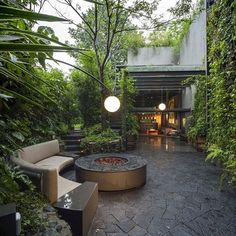 35 Modern Landscape Design Ideas For Minimalist Courtyard Garden Backyard Lighting, Backyard Pergola, Outdoor Lighting, Outdoor Decor, Lighting Ideas, Lighting Design, Exterior Lighting, Outdoor Lounge, Outdoor Furniture