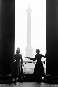 Models Wenda Parkinson and Barbara Goalen pose in Hardy Amies and Edward Molyneux outside The National Gallery, London. March 1949.