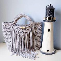 Fringed shopper bag 💓Frędzle ciągle w modzie via @kroszeteriabykarola #bobbiny #crochet #bag #handmade #tshirtyarn #yarn #instafashion #fringe #shopperbag #diy #knittersofinstagram #crochetlover #recznierobione #rękodzieło #sznurekbawełniany #sznurek #torebka #torebkazesznurka #plaża #wakacje #morze