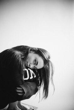 Portraits of Charleen Weiss on Behance Studio Photography Poses, Self Portrait Photography, Photography Poses Women, Creative Photography, Self Portrait Poses, Woman Photography, Outdoor Photography, Beach Photography, Street Photography