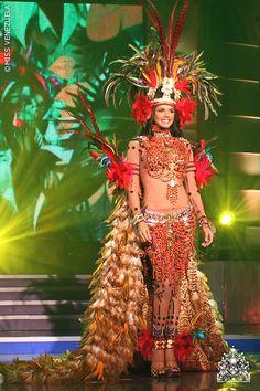Ivian Sarcos Miss Mundo 2011 en Traje Típico.