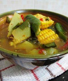 Sayur asem dengan bumbu yang ditumis, terasa segar, asam dan pedas.