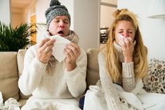 The cold and the flu are both caused by viruses, but symptoms and treatments are different. Cold symptoms are more mild, while the flu can feel more severe. Flu Outbreak, Blocked Nose, Home Remedy For Cough, Sinus Congestion, Flu Symptoms, Viral Infection, Best Teeth Whitening, Runny Nose, Health Tips
