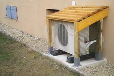 """Petit abri pour """"habiller"""" la ventilation extérieure de la pompe à chaleur..."""