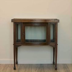 Decor, Modern Classic, Interior, Interior Inspiration, Vintage House, Entryway Tables, Home Decor, Rustic Living, Furniture Makeover Inspiration