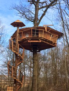 Building A Treehouse, Wooden Cabins, Tree Houses, Tiny Homes, Childhood, Backyard, Dreams, House Styles, Sweet