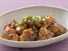 アムウェイ・レシピコレクション「焼くだけ!鶏の甘酢あん」のレシピをご紹介。アムウェイ クィーン クッキングシートを使うと、肉がくっつかず、キレイに仕上がります。フライパンを汚さないから後片付けも楽々!塩分:2.6gカロリー:444cal(1人分)