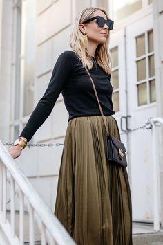 Blonde Woman Wearing Black Sweater Robert Rodriguez Green Pleated Midi Skirt Gucci Marmont Handbag Fashion Jackson Dallas Blogger Fashion Blogger Street Style