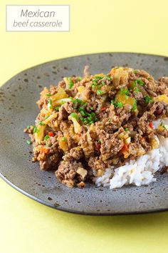 This Mexican beef casserole is simply amazing soul food for every day in the week. Ready in 1+ hour, recipe for 6 people.