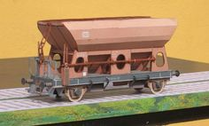 Open Cargo Wagon - by by Albrecht Pirling - via Kartonbau.De - Vagão De Carga Aberto A very realistic model of an Open Wagon, in scale (HO), by German designer Albrecht Pirling, from Kartonbau. 3d Paper, Paper Toys, Free Paper, Paper Crafts, Paper Train, Paper Magic, Tabletop Games, Paper Models, Model Trains