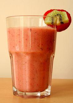 Strawberry, Kiwi & Banana Smoothie! So yummy!