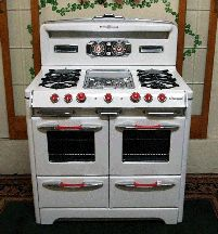 O'Keefe & Merritt six burner stove and double oven with red knobs. Kitchen Stove, Old Kitchen, Vintage Kitchen, Kitchen Decor, Kitchen Appliances, Kitchen Ideas, Victorian Kitchen, 1950s Kitchen, Kitchen Utensils