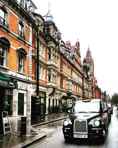 10 Fun Things You Must Do in London - London Travel Guide City Aesthetic, Travel Aesthetic, England Uk, London England, The Places Youll Go, Places To Visit, London Pubs, London Places, London Calling