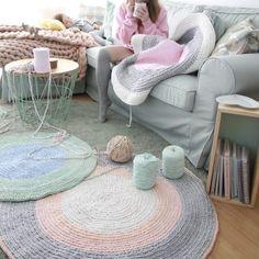 Hola, por fin he podido sacar un tiempito para hacer el video de como hacer la alfombra Rola con la tecnica espiral para que os quede siempre plana. Pincha aquí para ver el video directamente en YouTube y no olvidéis…