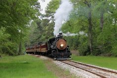 Exceptional train museums for train lovers by Tamra Bolton. http://parade.com/476790/tamrabolton/3-bucket-list-museums-every-rail-fan-must-see #ifwtwa #trains #museums @tamrafromtexas
