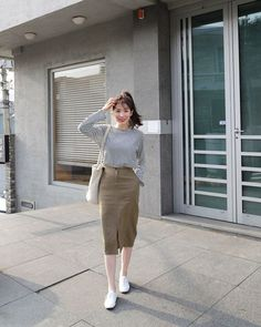 Soyeon style Celebrity Fashion Outfit Trends And Beauty Tips korean fashion Celebrity Fashion Outfits, Korean Fashion Trends, Korea Fashion, Asian Fashion, Modest Fashion, Skirt Fashion, Celebrity Style, Fashion Bloggers, Fashion Women